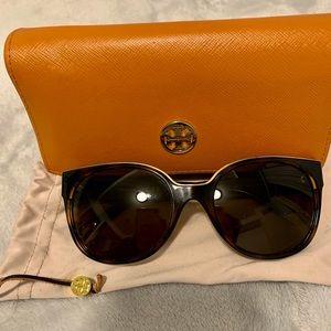 Tory Burch sunglasses style TY9042